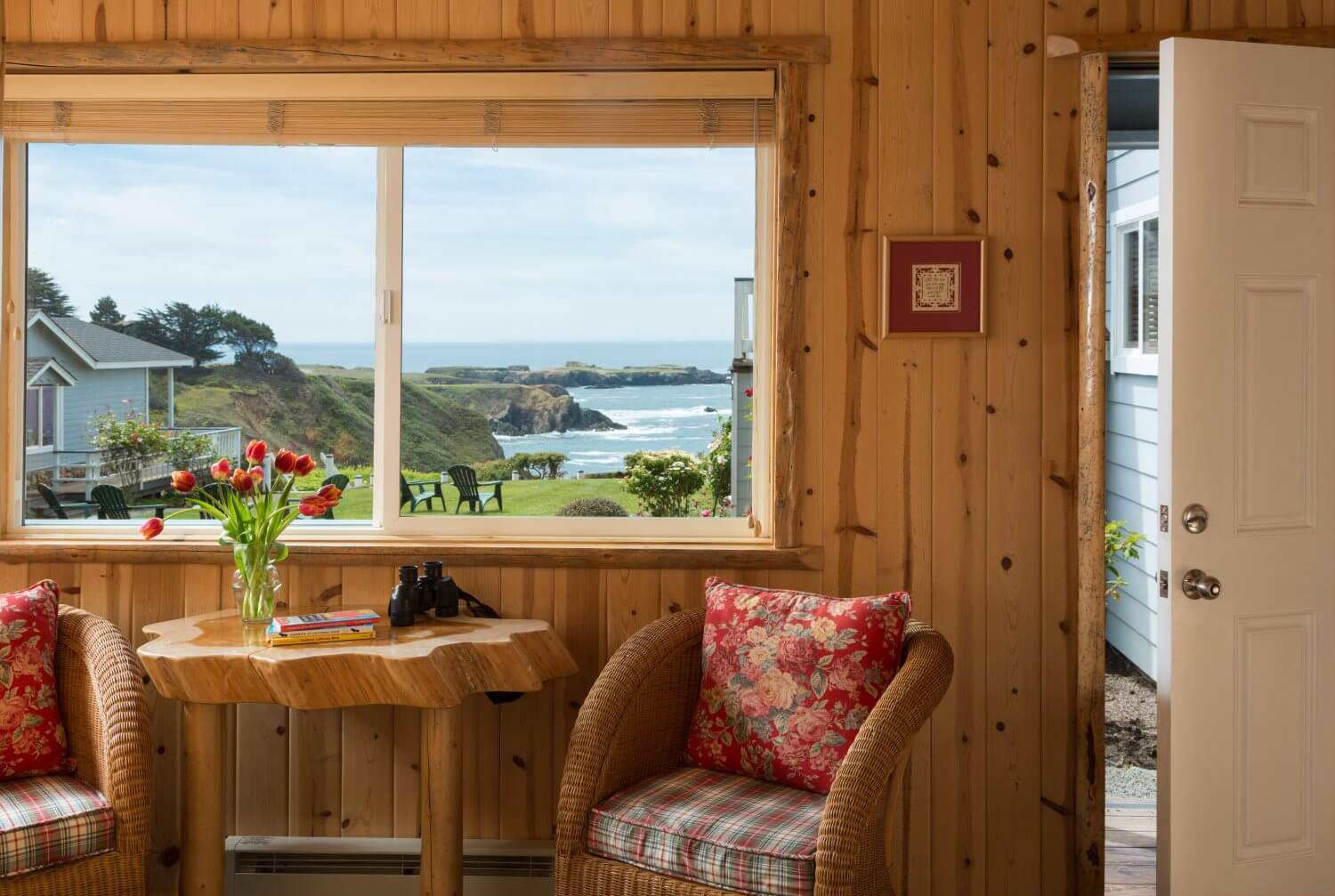 Mendocino, CA Inn and Cottages | Sea Rock Bed & Breakfast Inn